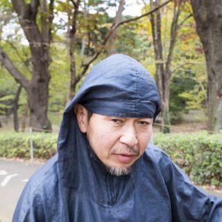Parc Yoyogi Tokyo le ramasseur de feuilles